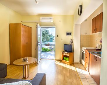 Žuronja, Living room in the apartment, air condition available, (pet friendly) and WiFi.