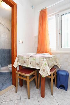 Sreser, Jídelna v ubytování typu studio-apartment, WiFi.