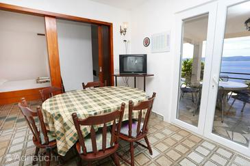 Pisak, Dining room in the apartment, dopusteni kucni ljubimci i WIFI.