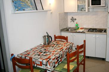 Pisak, Salle à manger dans l'hébergement en type apartment, climatisation disponible, animaux acceptés et WiFi.