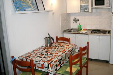 Pisak, Jídelna v ubytování typu apartment, s klimatizací, domácí mazlíčci povoleni a WiFi.