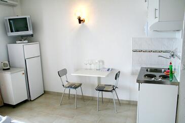 Pisak, Salle à manger dans l'hébergement en type studio-apartment, climatisation disponible, animaux acceptés et WiFi.