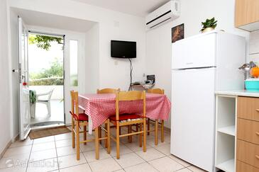 Viganj, Eetkamer in the apartment, air condition available, (pet friendly) en WiFi.