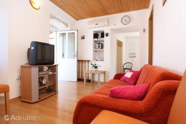Kučište - Perna, Гостиная в размещении типа apartment, доступный кондиционер, Домашние животные допускаются и WiFi.