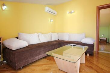 Orebić, Obývacia izba v ubytovacej jednotke apartment, klimatizácia k dispozícii a WiFi.