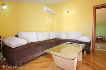 Orebić, Dnevni boravak u smještaju tipa apartment, dostupna klima i WiFi.