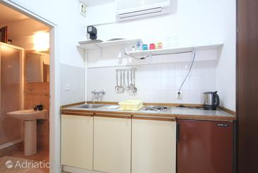 Orebić, Kitchen in the apartment, air condition available and WiFi.