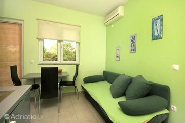 Kučište - Perna, Dining room in the apartment, dostupna klima i WIFI.