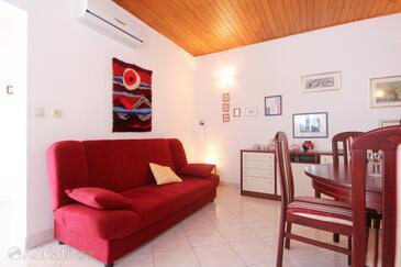 Orebić, Dining room in the house, dostupna klima i WIFI.