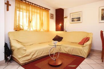 Orebić, Obývacia izba v ubytovacej jednotke house, dostupna klima, dopusteni kucni ljubimci i WIFI.