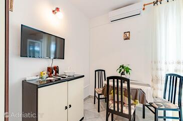 Kneža, Dining room in the apartment, air condition available, (pet friendly) and WiFi.