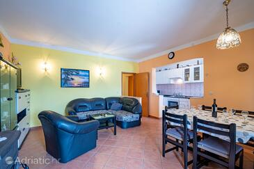 Kneža, Obývací pokoj v ubytování typu apartment, domácí mazlíčci povoleni a WiFi.