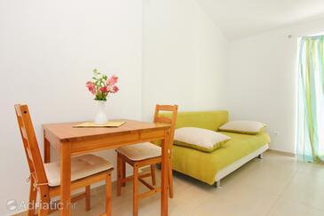 Orebić, Dining room in the apartment, dostupna klima, dopusteni kucni ljubimci i WIFI.