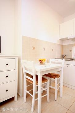 Orebić, Dining room in the studio-apartment, dopusteni kucni ljubimci i WIFI.