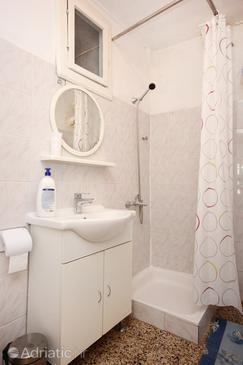 Bathroom 2   - K-10175