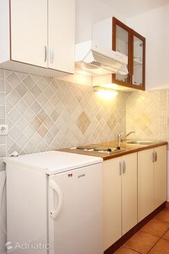 Orebić, Kitchen in the studio-apartment, WIFI.