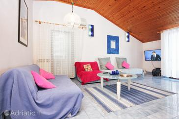 Lovište, Living room in the apartment, air condition available, (pet friendly) and WiFi.
