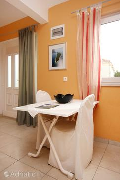 Lovište, Dining room in the studio-apartment, (pet friendly) and WiFi.
