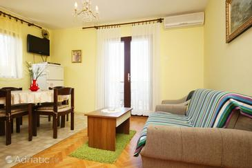 Lovište, Living room in the apartment, air condition available and WiFi.