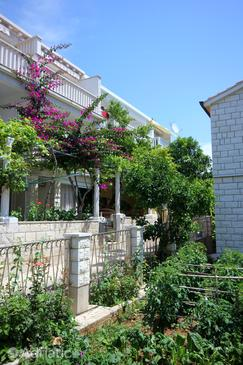 Orebić, Pelješac, Property 10190 - Apartments near sea with pebble beach.