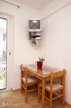 Orebić, Dining room in the studio-apartment, dostupna klima i WIFI.
