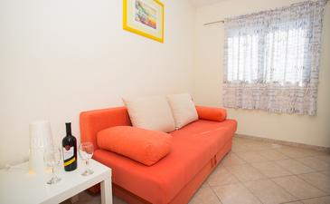 Mokalo, Dining room in the studio-apartment, (pet friendly) and WiFi.