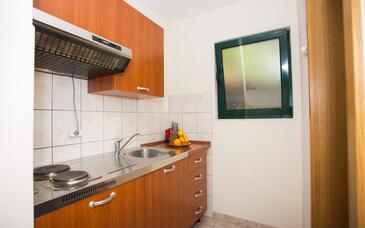 Mokalo, Kitchen in the studio-apartment, (pet friendly) and WiFi.