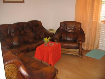 Orebić, Living room in the apartment, (pet friendly) and WiFi.