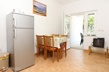 Žuljana, Dining room in the apartment, air condition available and WiFi.