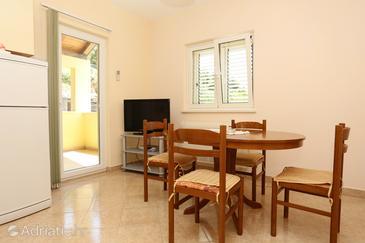 Ston, Dining room in the apartment, dostupna klima i WIFI.