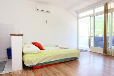 Žuljana, Living room in the apartment, air condition available, (pet friendly) and WiFi.