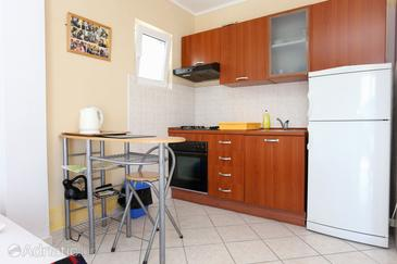 Kabli, Kitchen in the studio-apartment, (pet friendly) and WiFi.