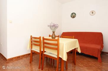Brijesta, Dining room in the apartment, air condition available and WiFi.