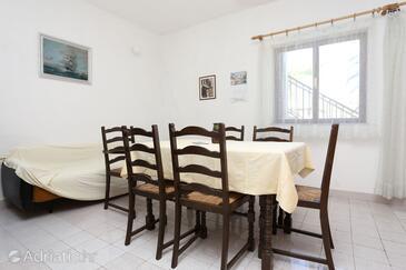 Sreser, Dining room in the apartment, dopusteni kucni ljubimci.