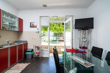 Žuljana, Jídelna v ubytování typu apartment, s klimatizací a WiFi.