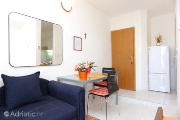 Marušići, Столовая в размещении типа studio-apartment, WiFi.