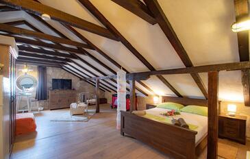 Orebić, Obývací pokoj v ubytování typu studio-apartment, domácí mazlíčci povoleni a WiFi.