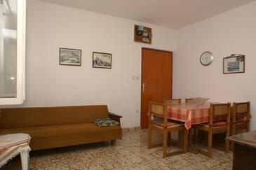 Stanići, Sufragerie în unitate de cazare tip apartment, WiFi.