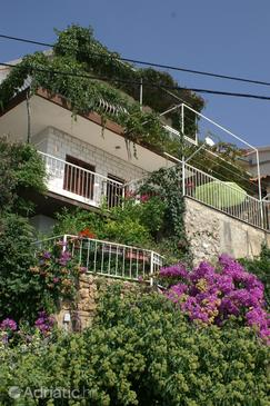 Stanići, Omiš, Property 1026 - Apartments near sea with pebble beach.