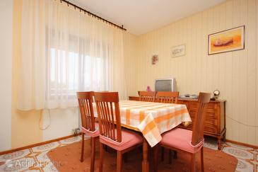 Mastrinka, Dining room in the apartment, (pet friendly) and WiFi.