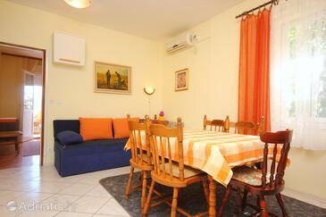 Mastrinka, Dining room in the apartment, dostupna klima, dopusteni kucni ljubimci i WIFI.
