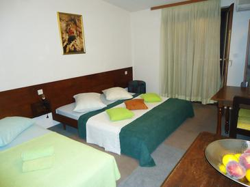 Krilo Jesenice, Bedroom in the room, air condition available, (pet friendly) and WiFi.