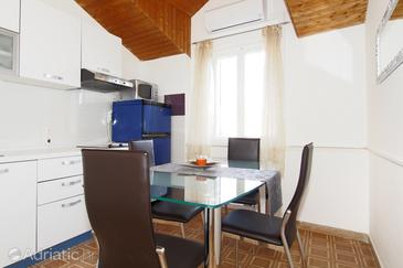 Split, Dining room in the apartment, dostupna klima, dopusteni kucni ljubimci i WIFI.