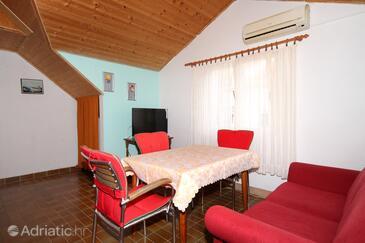 Vrboska, Dining room in the apartment, dostupna klima.