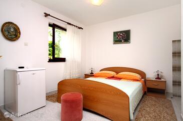 Vrboska, Bedroom in the room.