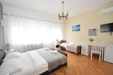 Podstrana, Спальня в размещении типа room, доступный кондиционер и WiFi.