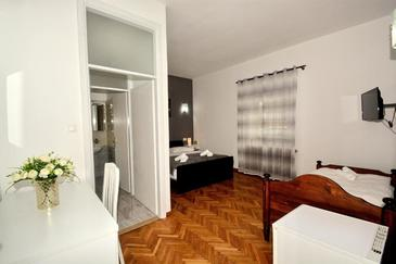Podstrana, Bedroom in the room, air condition available and WiFi.