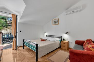 Duće, Dormitorio in the room, air condition available, (pet friendly) y WiFi.