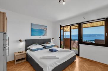 Duće, Spavaća soba u smještaju tipa room, dostupna klima, kućni ljubimci dozvoljeni i WiFi.