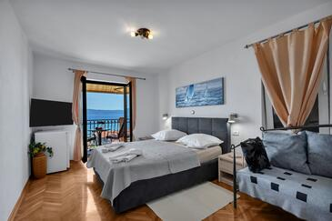 Duće, Bedroom in the room, air condition available, (pet friendly) and WiFi.